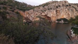 vouliagmeni-limni-perioxes-athinas-limnes-aksiotheata-thalassa-gotravelyourselfgr
